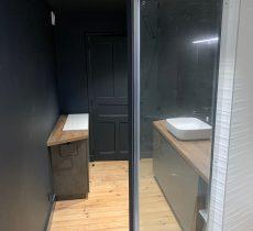 Espace lavabo et rangements